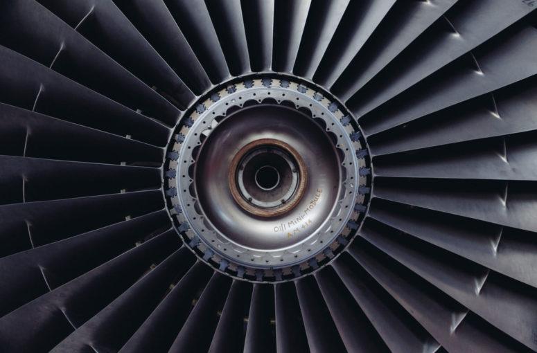 jet-engine-turbine-jet-airplane-engine-technology